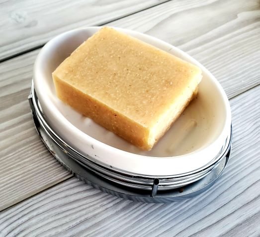 honey-soap-benefits-soap-in-white-dish